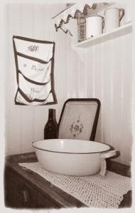 Allt togs tillvara, textil förvaring med broderi.