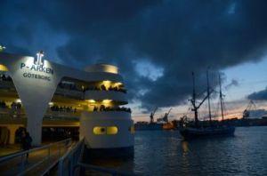 P-arken var under sjöslaget på Göta älv en utmärkt läktare. Till höger om den ses ett av Tordenskioldssällskapets fartyg. Foto: Anna Jolfors.