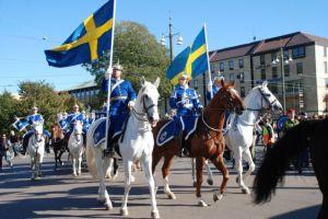 Dragonmusikkåren red genom Göteborg och musicerade för stadens innevånare. Foto: Johan Edström.