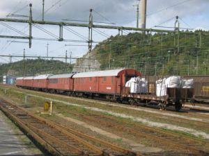 Tågsättet på Uddevalla station visade, att vi hade kommit rätt. Här fanns gamla vagnar och stora säckar med kol. Foto: Lars Gahrn.