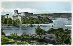 Arbetet med Kungälv och Bohus fästning går vidare. Ett av förslagen är, att Bohus fästning skall förses med några kanoner - så som man redan för många år sedan har gjort på Varbergs fästning. (Gammal vykortsbild.)
