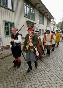 Även Gustaf II Adolfs fotsoldater var med på festtåget genom Kungälv. Foto: Steve Prytz.