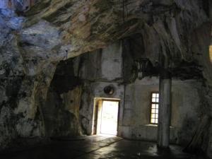 Oscar II:s fort innehåller många bergrum som detta.