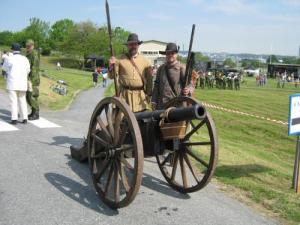 Två artillerister från Gustav II Adolfs fotfänika.