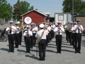 Hemvärnets musikkår från Göteborg spelade livfullt och glatt.
