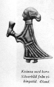 Denna samtida bild av en vikingakvinna visar henne i en av hennes mest