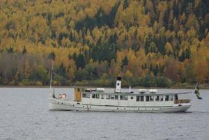 """Ångfartyget Engelbrekt kallas för """"Siljans pärla"""". Bilden förklarar varför."""