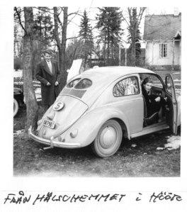 Sven Evert, hustrun Britta och bilen.