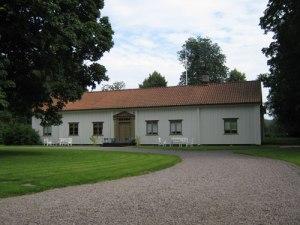 Ransäter – en vitmålad herrgårdsbyggnad. Så är vi vana att se herrgården. Foto: Lars Gahrn.
