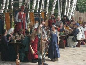 Under gästabudet var inte bara läktarna utan även scenen fullsatt.