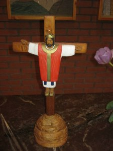 Krucifixet i Fågelbergskyrkan, snidat av Jan Merje. Foto: Lars Gahrn.