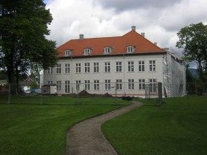 Eidsvoll var grått, och grå blir byggnaden även i framtiden. Foto: Lars Gahrn.