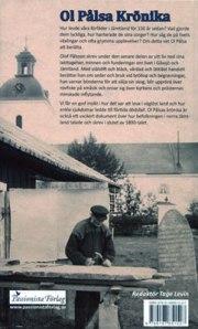 Ol Pålsa hugger in bokstäver i en av sina minnesstenar.