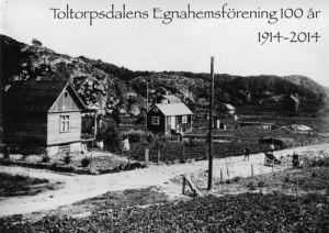 Egnahemsföreningens jubileumsskrift har en bild från ett av de första åren på omslaget. Bilden visar övre delen av Fässbergsgatan.