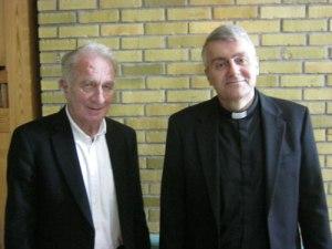 Stensjökyrkans arkitekt, Kjell Malmqvist, och prosten Stefan Risenfors.