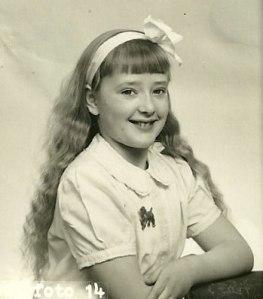 Författarinnan vid åtta års ålder.