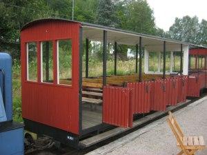 Tack vare öppna vagnar får resenärerna vackra vyer ut mot omgivningarna.