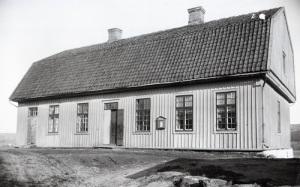 Till Kärra tingshus i nuvarande Åbro industriområde hade även skärgårdsborna ärende. Foto: Knut Kjellman (Mölndals Hembygdsförenings arkiv).