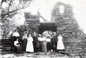 The ruin in the peninsula Labbera. Old photograph.