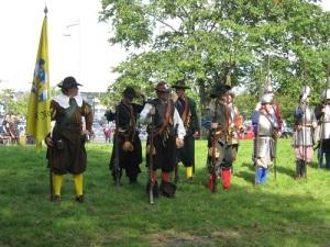 Musketerare och pikenerare sida vid sida. Så såg fotfolket ut under 1643 -1645 års krig. Soldaterna på bilden tillhör Gustav II Adolfs fotfänika. Foto: Lars Gahrn.
