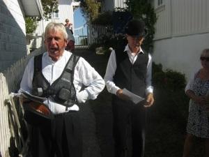 Bröderna Stefan och Thomas Edman guidar och berättar i faderns fotspår.