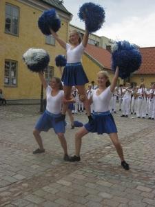 """Drillflickorna har akrobatiska talanger och bygger """"tablåer"""" i god gammal stil."""
