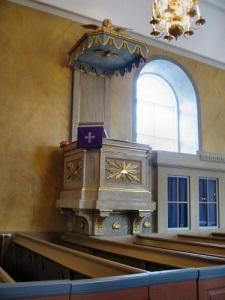 Predikstolen är ritad av Justus Fredrik Weinberg, Carlbergs efterträdare. Foto: Anders Västlund.