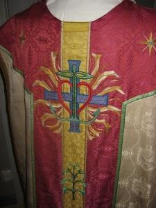 En av Mariakyrkans vackra mässhakar.