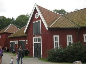 Den u-formade ladugården eller stallet är omväxlande i sin utformning.