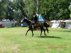 Gustaf Wasa till häst i tältlägret vid Kolbäck i Västmanland 2012. Foto ur Lars-Erik Lundins samling.