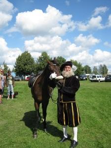 Gustaf Wasa är en van hästkarl. (När Arostomten, även känd som Lars-Erik Lundin, vill vara inkognito, klär han sig som Gustaf Wasa. Foto: Lars Gahrn.)