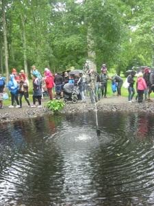 En fontän i en stor damm invigdes under slottsspelen.