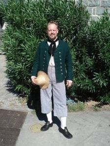 Christer Johansson i sjömanskläder och halmhatt på Saint-Barthélemy. Klädseln är betydligt tunnare och lättare än för en båtsman på nordligare farvatten.