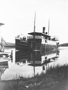 Elfängen är en av de många ångbåtar, som förekommer på bild i Bo Björklunds verk om Göta älv.