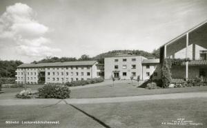 Under 1950-talet var man mycket stolt över Lackarebäckshemmet. Ett vykort med hemmet som motiv trycktes. (Foto i Mölndals Hembygdsförenings samling.)