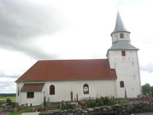 Kareby kyrka – en helgedom med många sevärdheter. Foto: Lars Gahrn.