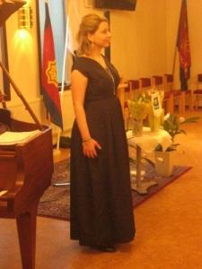 Noora Karhuluoma, skönsjungande operasångerska och sopran.