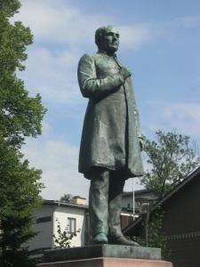 Johan Ludvig Runeberg som staty i Borgå, den stad där han levde och verkade under senare delen av sitt liv. Foto: Lars Gahrn 2016.