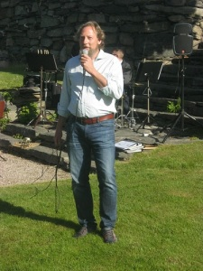 Robert Säll håller högtidstalet.