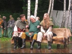 Birk, Skalle-Per och Ronja, tre framstående skådespelare med bra samspel. Foto: Lars Gahrn.