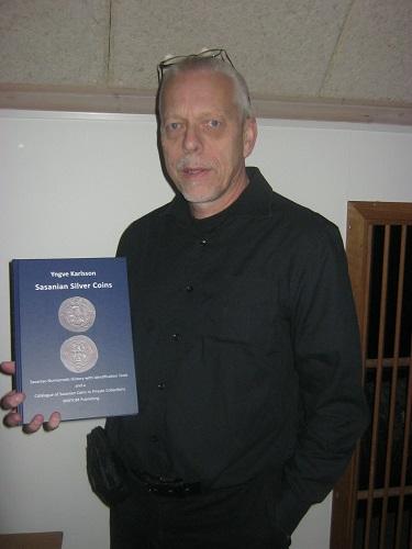 Yngve Karlsson föreläste om kufiska mynt i Göta älvs dalgång. Foto: Lars Gahrn.