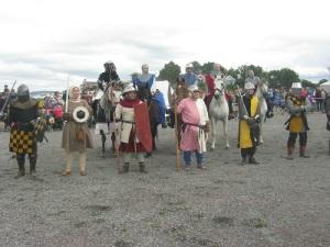 Krigarna utgjorde en brokig samling såväl till klädsel som till beväpning.