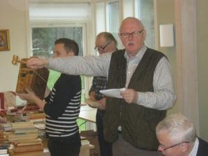 Johnny Hagberg leder auktionerna med stor vana och auktoritet.
