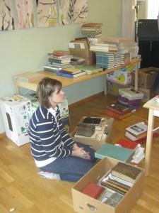 Stora högar av böcker skall sändas ut till folk, som inte var med i Levene.