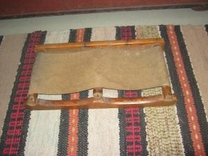 Detta knäunderlag användes, när man knäskurade den tidens plankgolv.