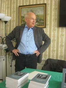 Olof Petersson berättar om faderns roman. Foto: Lars Gahrn.