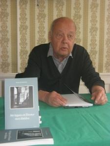 Gunnar Petersson, själv författare, har upptäckt faderns skickliga sätt att lägga upp sina berättelser. Foto: Lars Gahrn.