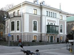 Gegerfeltska villan i Göteborg, byggd 1874-1875 i nyrenässans-stil, visar att arkitekten Victor von Gegerfelt var förtrogen med klassicistiska byggnadsstilar och bör ha känt sig hemma även på Gunnebo.