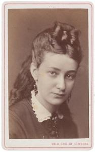 Sophie Elkan skrev många romaner, som nu är glömda, men romanen om John Hall blev hennes stora lyckokast. Foto: Waldemar Dahllöf.