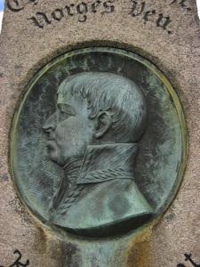 Carl Augusts porträttmedaljong vid Fredriksten.